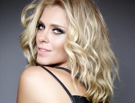 Carolina Dieckmann sobre-seus-segredos-de-beleza-para-os-fios-e-para-a-pele-ja-escureci-o-cabelo-mas-loira-eu-me-1390839093989_615x470