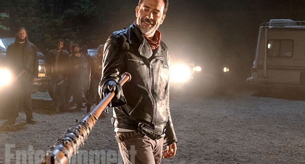 NEGAN the-walking-dead-7-temporada-foto-oficial-negan-ew-612x330
